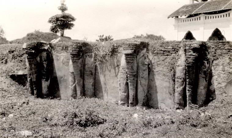 148-elephant_wall